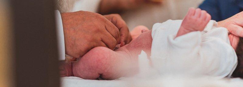 religion-beschneidung-penis-vorhaut-baby