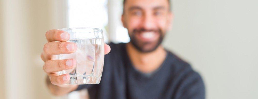 viel-wasser-trinken-mann-sperma-geschmack-fluessig